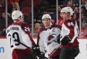 Trzy typy bukmacherskie na piątkową noc z NHL z kursami na podwojenie
